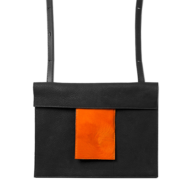 BAGaSUTRA-noir-cuir-souple-orange